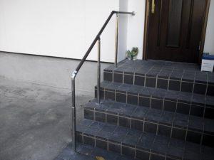 玄関手摺り取り付け工事